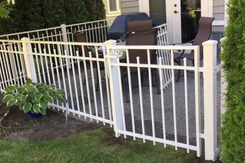 single-home-aluminum-railing-2